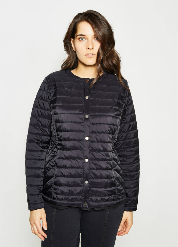 Curvy down jacket with snap buttons | OVS