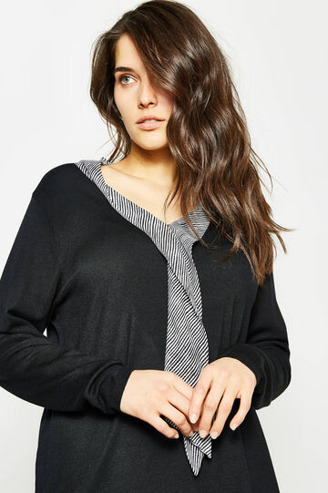 Curvy pullover with inserts in contrasting colour
