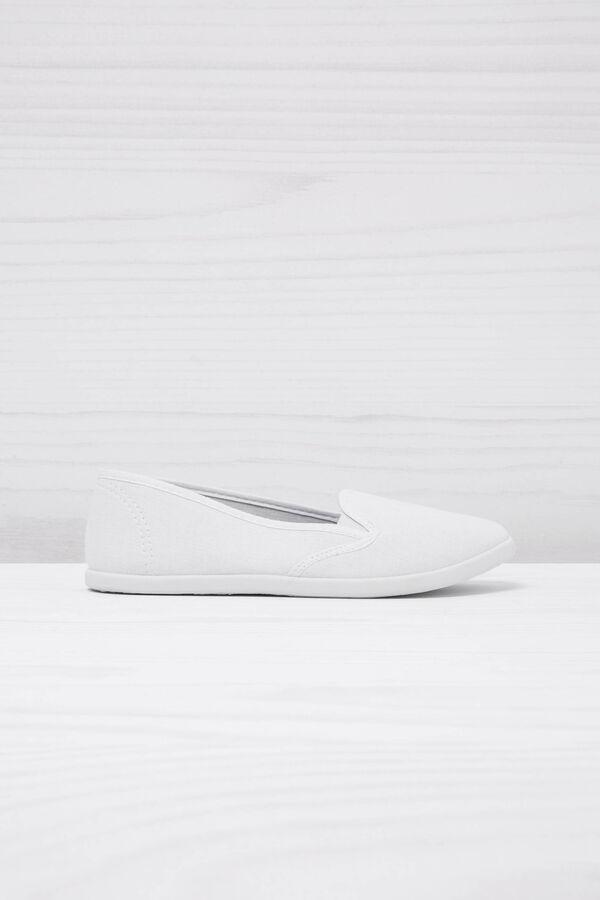 Plain slip-ons. | OVS