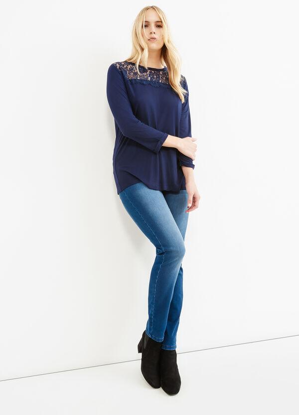 Camiseta Curvy en viscosa 100% con inserciones de encaje | OVS
