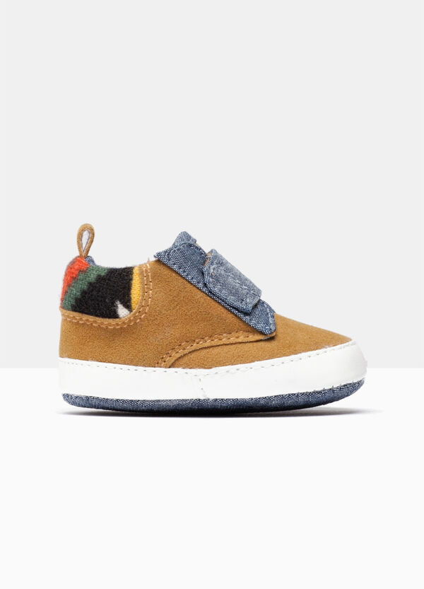 Toddler shoes with Velcro fastening. | OVS