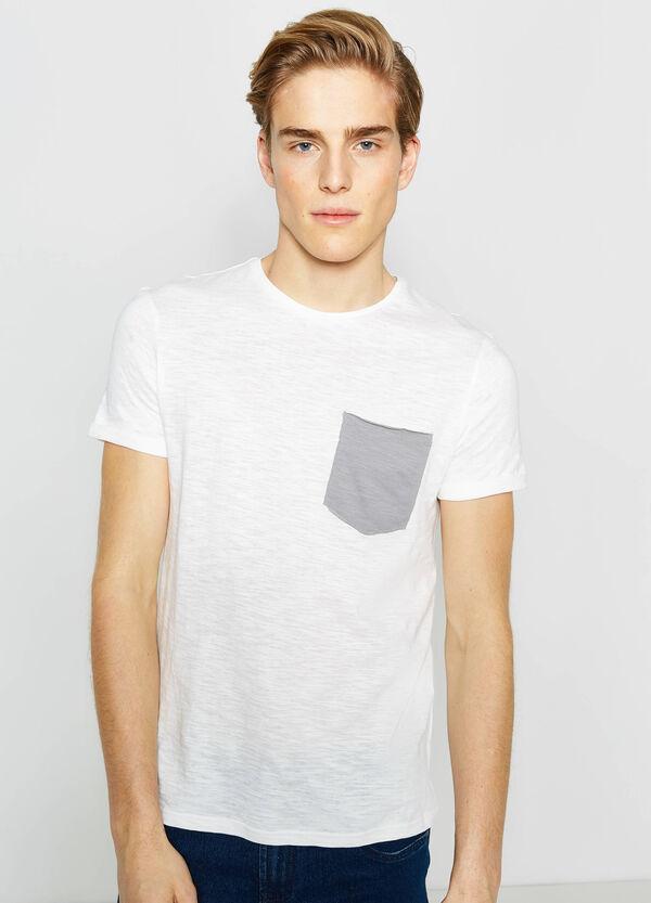 Camiseta en algodón 100% con un bolsillo | OVS