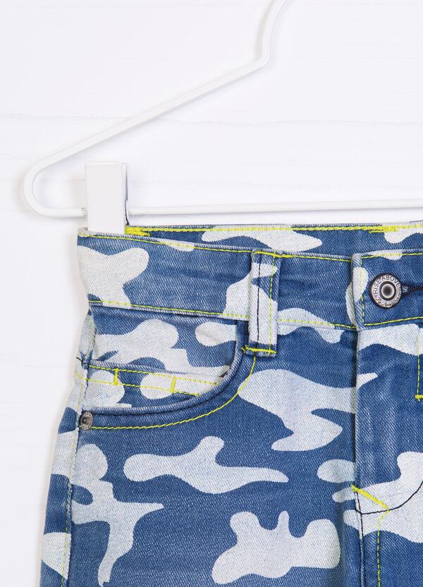 Camouflage patterned denim shorts | OVS