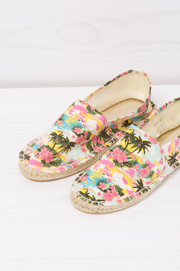 Espadrilles with contrasting colour pattern