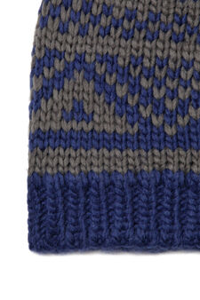 Beanie cap embroidered in contrasting colour, Royal Blue, hi-res