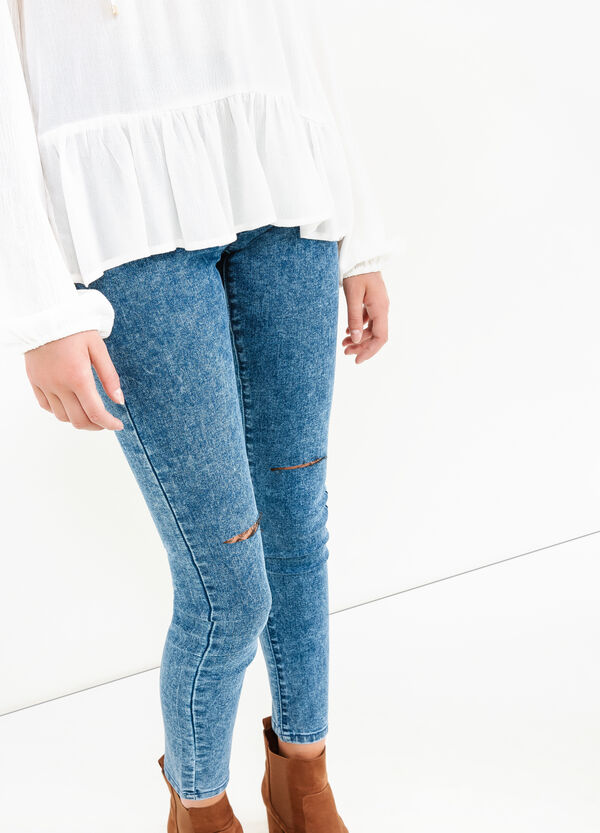 Ripped, skinny-fit jeans with misdyed effect. | OVS