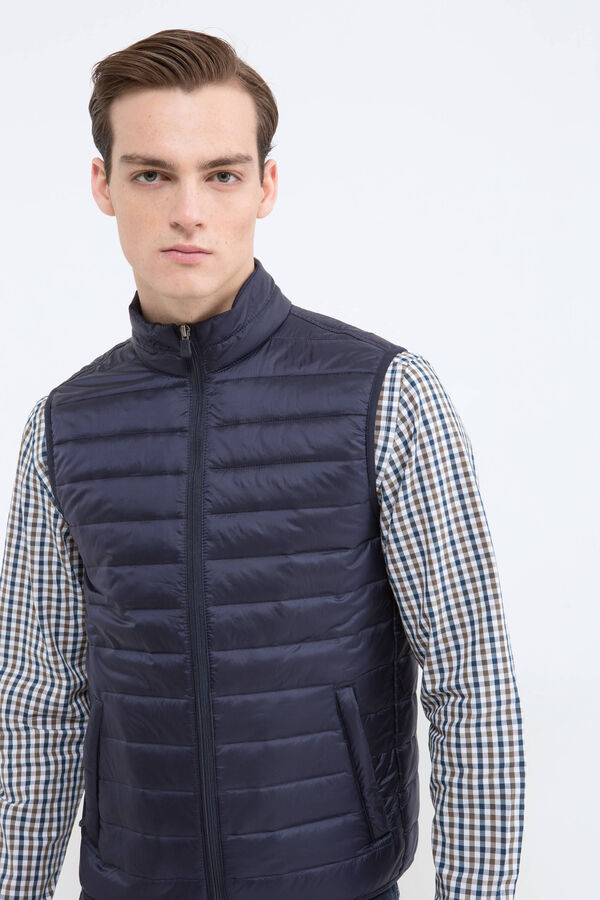 Quilted and waistcoat with pockets | OVS