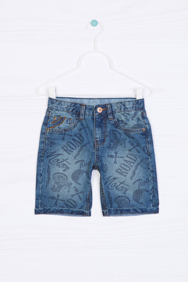 Printed denim shorts. | OVS