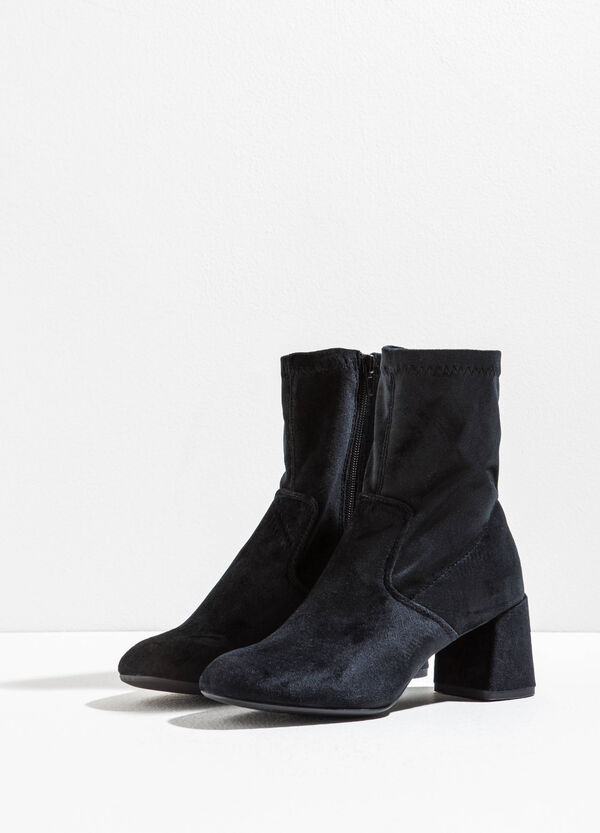 Velvet ankle boots with chunky heel | OVS