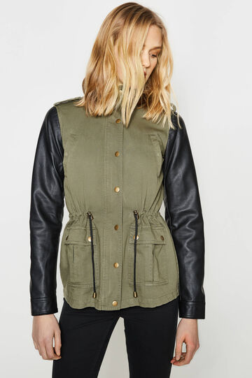 Short parka with contrasting sleeves