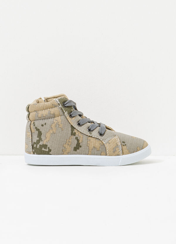 High-top sneakers with camouflage pattern | OVS