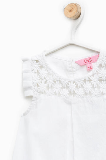 Sleeveless shirt with lace