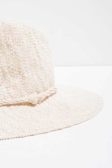 Wide brim knitted hat