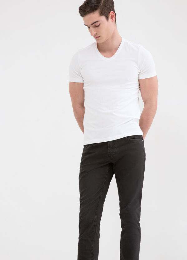 Stretch cotton T-shirt with V neck. | OVS