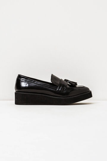 Shiny solid colour moccasins with tassel, Black, hi-res