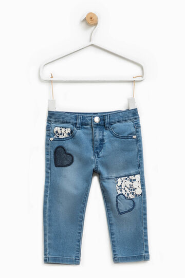 Jeans stretch con pizzo e patch a cuori, Denim, hi-res