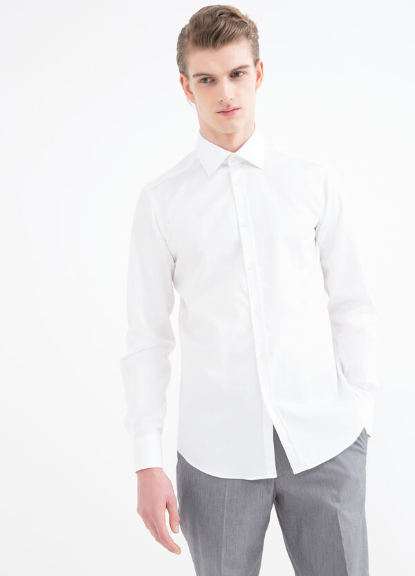 Slim-fit shirt with matching colour buttons. | OVS
