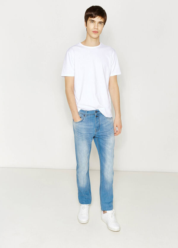 Worn-effect, loose-fit stretch jeans with whiskering | OVS