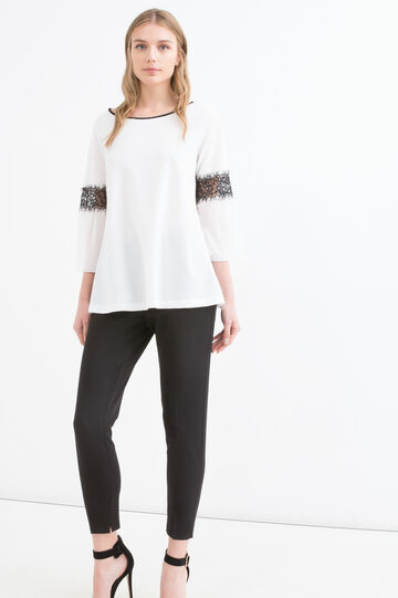Stretch blouse with lace