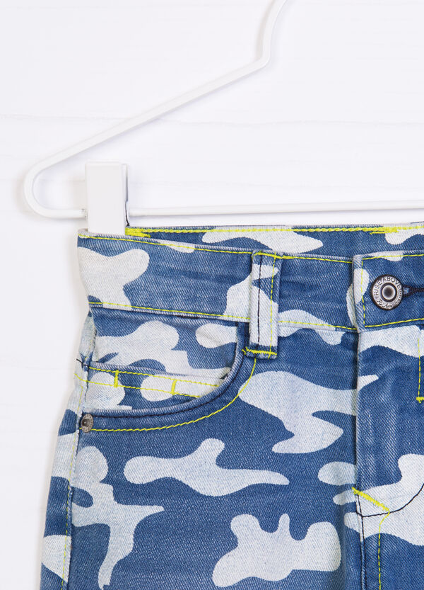 Camouflage patterned denim shorts | OVS