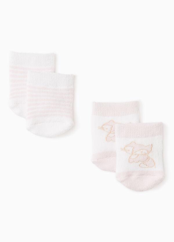 Pack de dos pares de calcetines cortos de rayas y con bordados | OVS