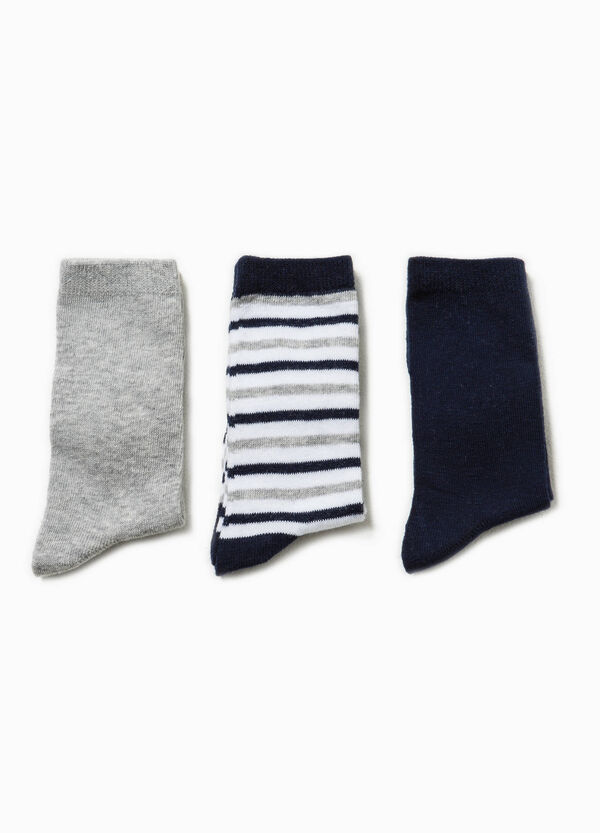 Three-pair pack solid colour and striped long socks | OVS