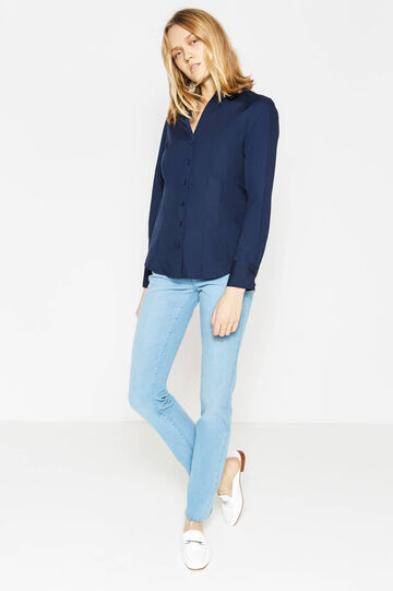 V-neck shirt with rounded hem