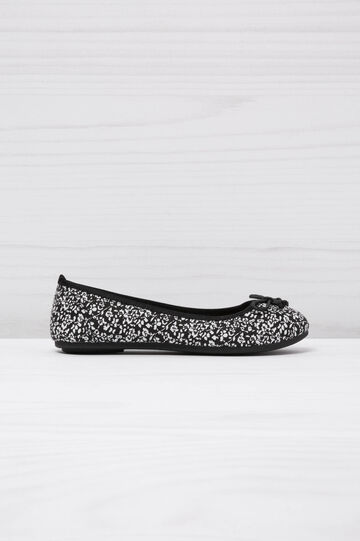 Floral ballerina pumps with round toe, White/Black, hi-res