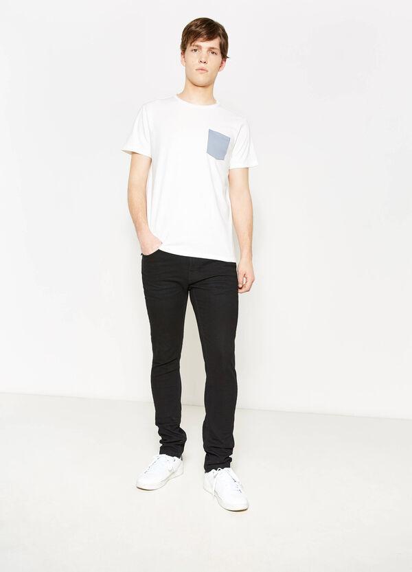 T-shirt in cotone con taschino a contrasto | OVS