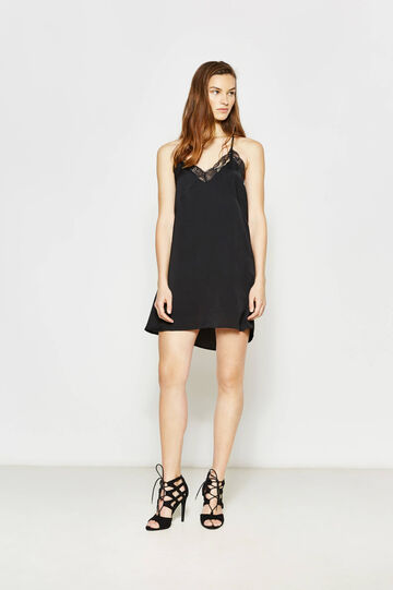 Sleeveless dress with lace