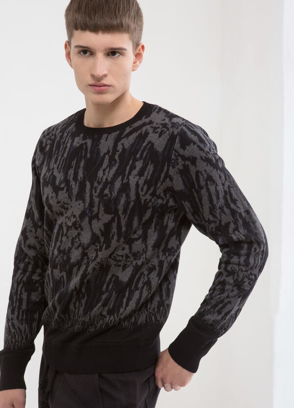 Pullover with pattern in contrasting colour. | OVS