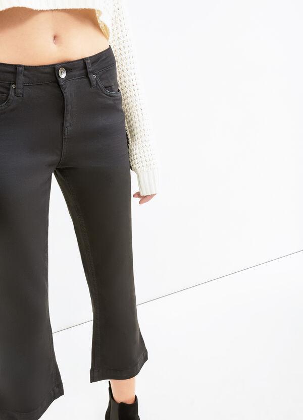 Pantaloni crop stretch gamba a zampa | OVS