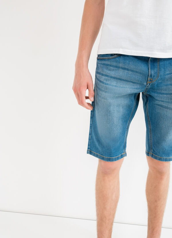 Bermuda di jeans slim fit effetto used | OVS