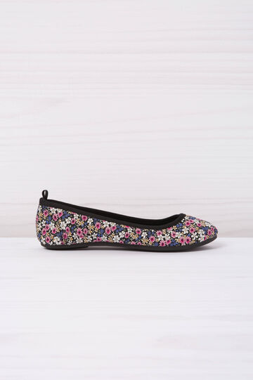 Ballerina flats with floral pattern
