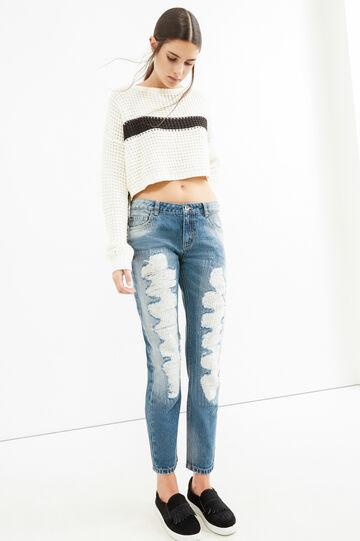 Jeans girlfriend used con strappi, Lavaggio medio, hi-res