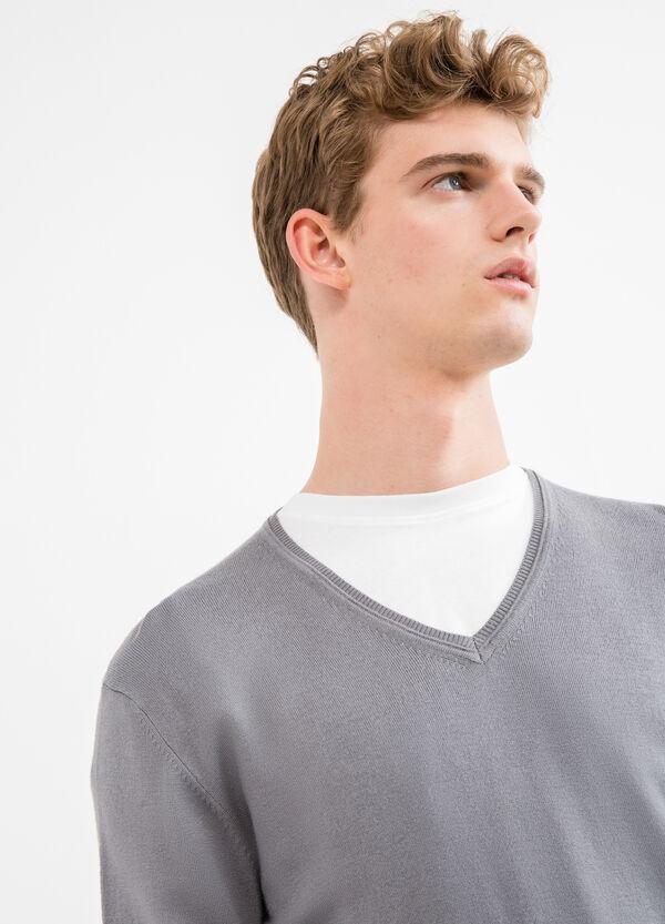 Jersey de viscosa con cuello de pico en canalé | OVS