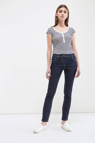 Slim fit jeans with stitching in contrasting colour