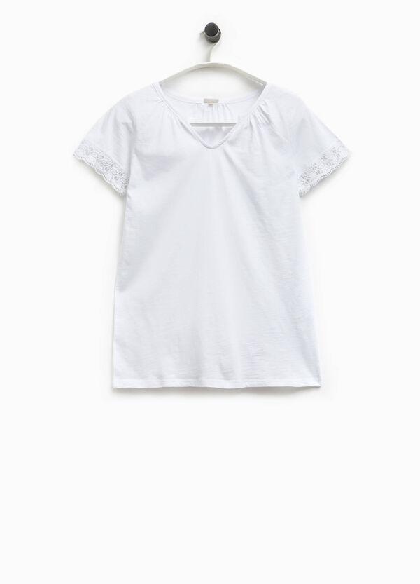 Camiseta con cuello de pico y encaje Smart Basic | OVS