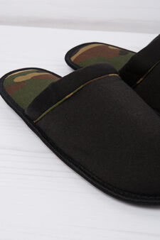 Slippers with camouflage lining, Black, hi-res