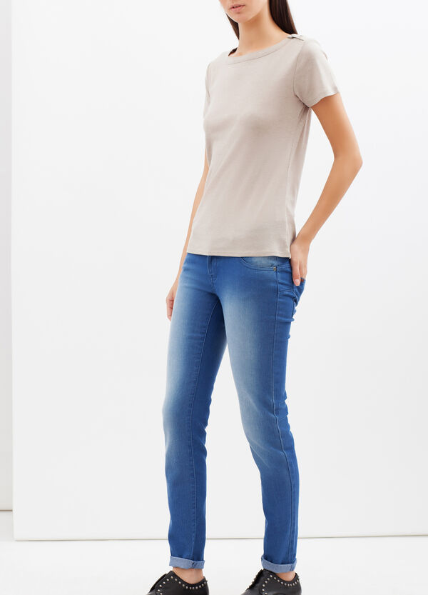 T-shirt with snap-button fastening. | OVS