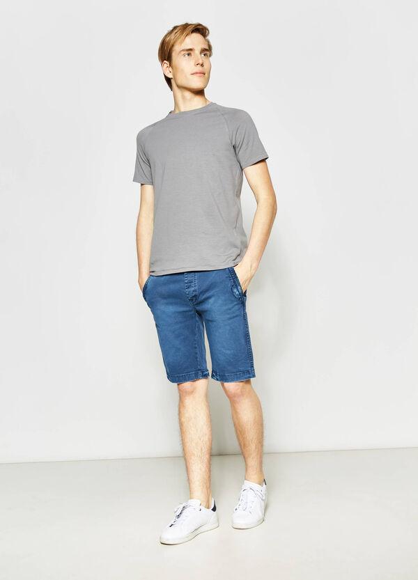 Stretch slim-fit chino Bermuda shorts | OVS