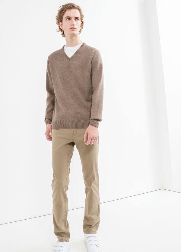 Jersey en punto tricot con cuello de pico | OVS