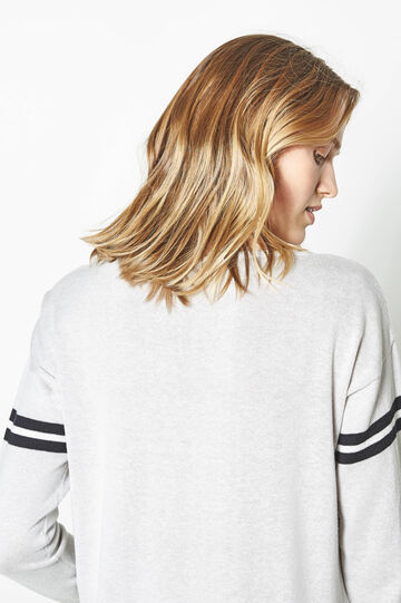Pullover with printed sleeves