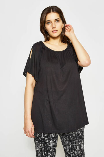 Curvy T-shirt with sleeve openings