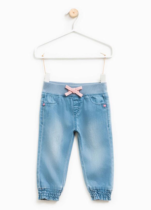 Jeans effetto delavato con fiocco | OVS