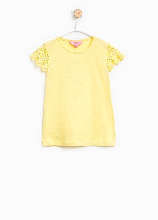 T-shirt con maniche in pizzo | OVS