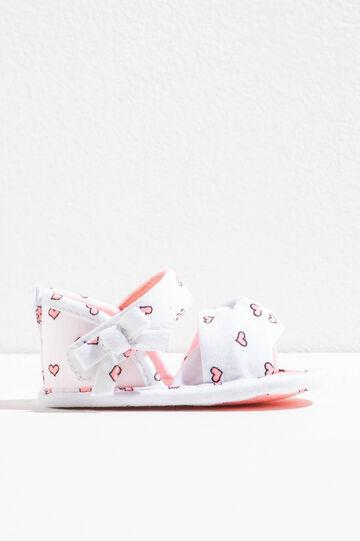 Sandalias con lacito y estampado de corazones, Blanco/Rosa, hi-res