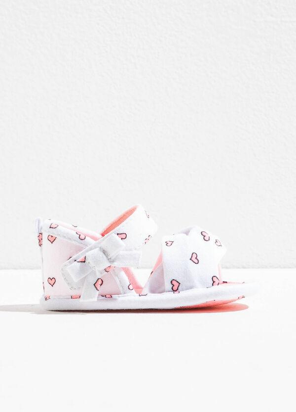 Sandali con fiocchetto e stampa a cuori | OVS