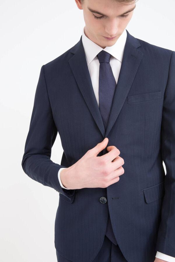 Elegant suit with tone-on-tone seams. | OVS