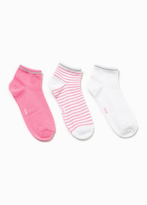 Pack de tres pares de calcetines en color liso y de rayas | OVS